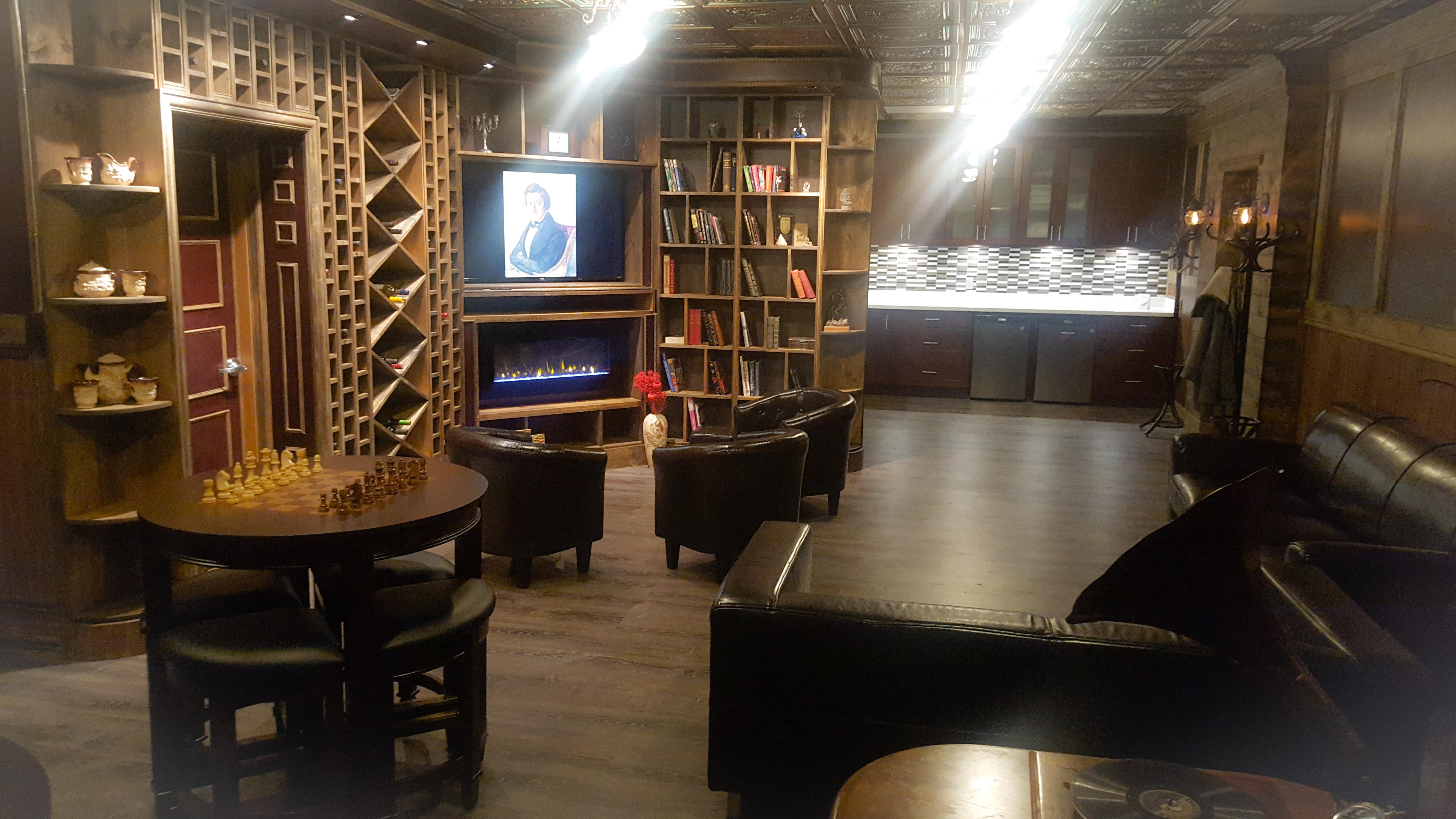 Elegant Private Meeting/Party Room for 25 people. - Club Room