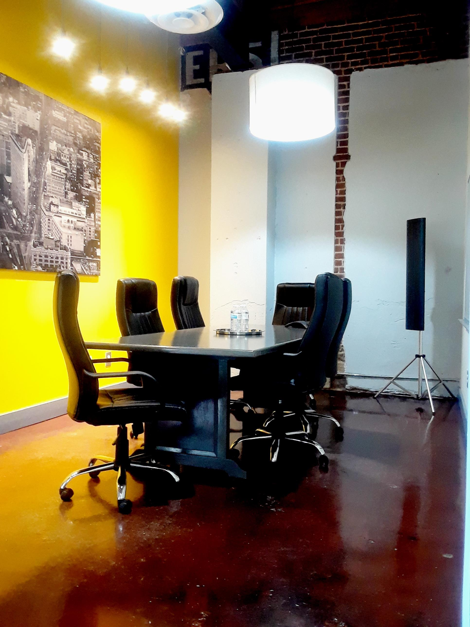 Station Loft Works - Meeting Room