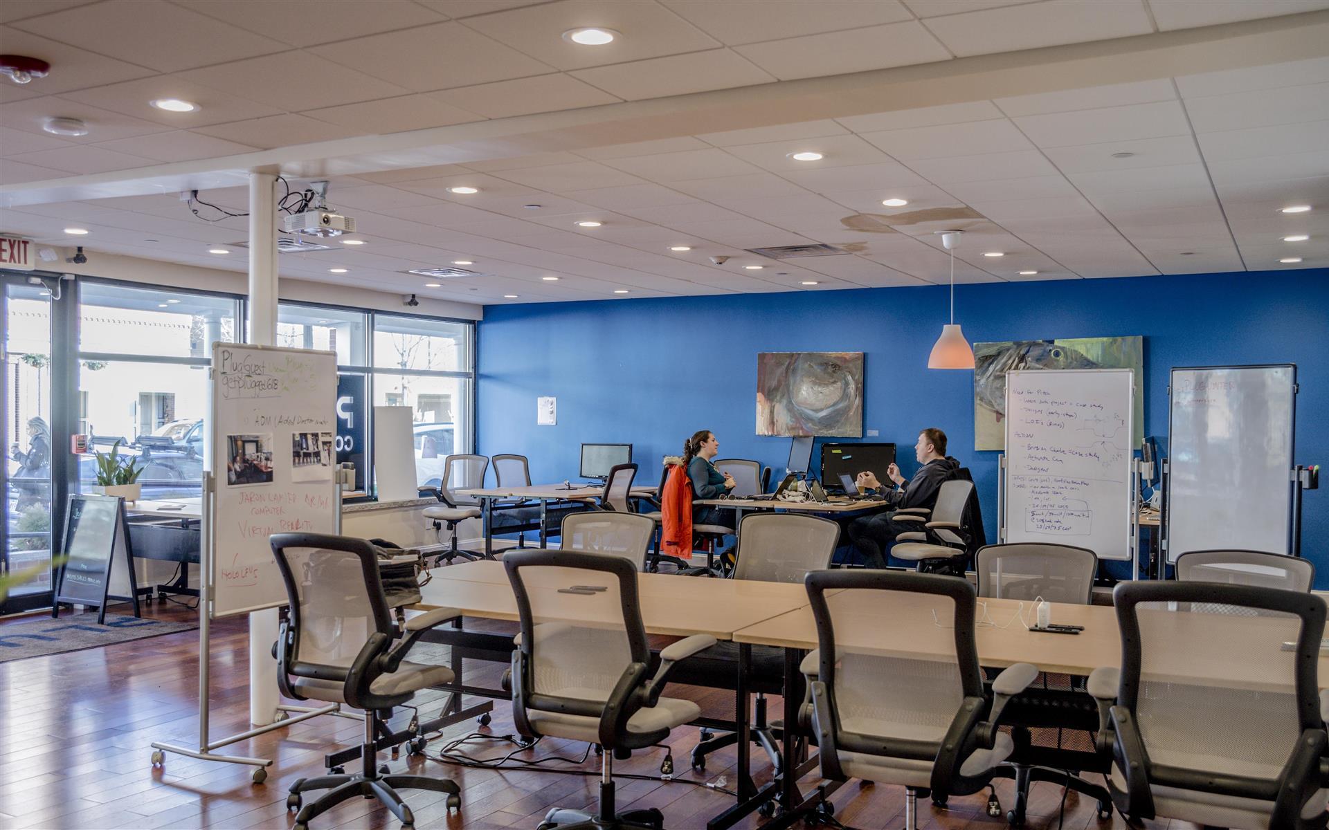 Plug Cambridge Coworking - 9- Open Desk Spaces