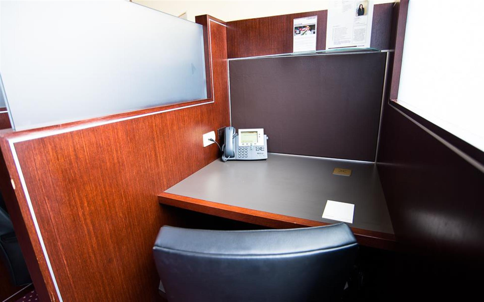 Servcorp - Downtown Los Angeles - Coworking Lounge Workstation 1