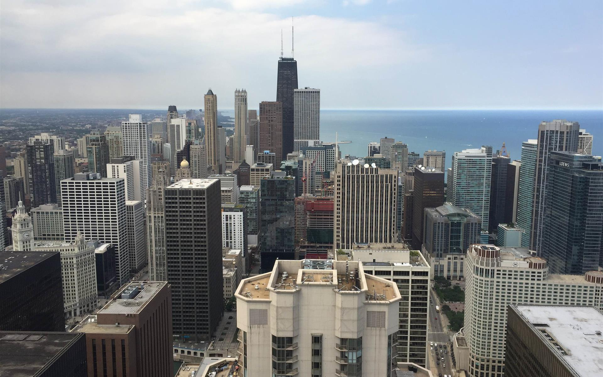Carr Workplaces - Aon Center - Private Exterior Suite for 10 People
