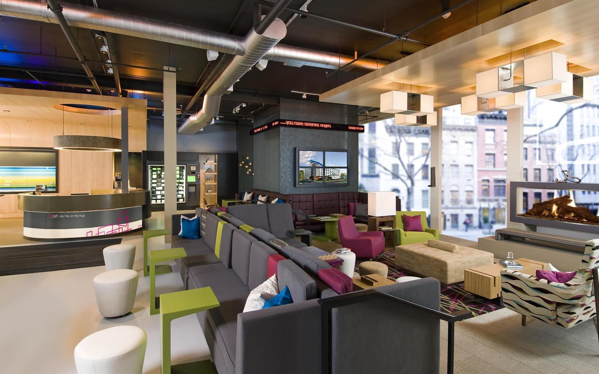 Aloft Portland Airport at Cascade Station - Wxyz Lounge