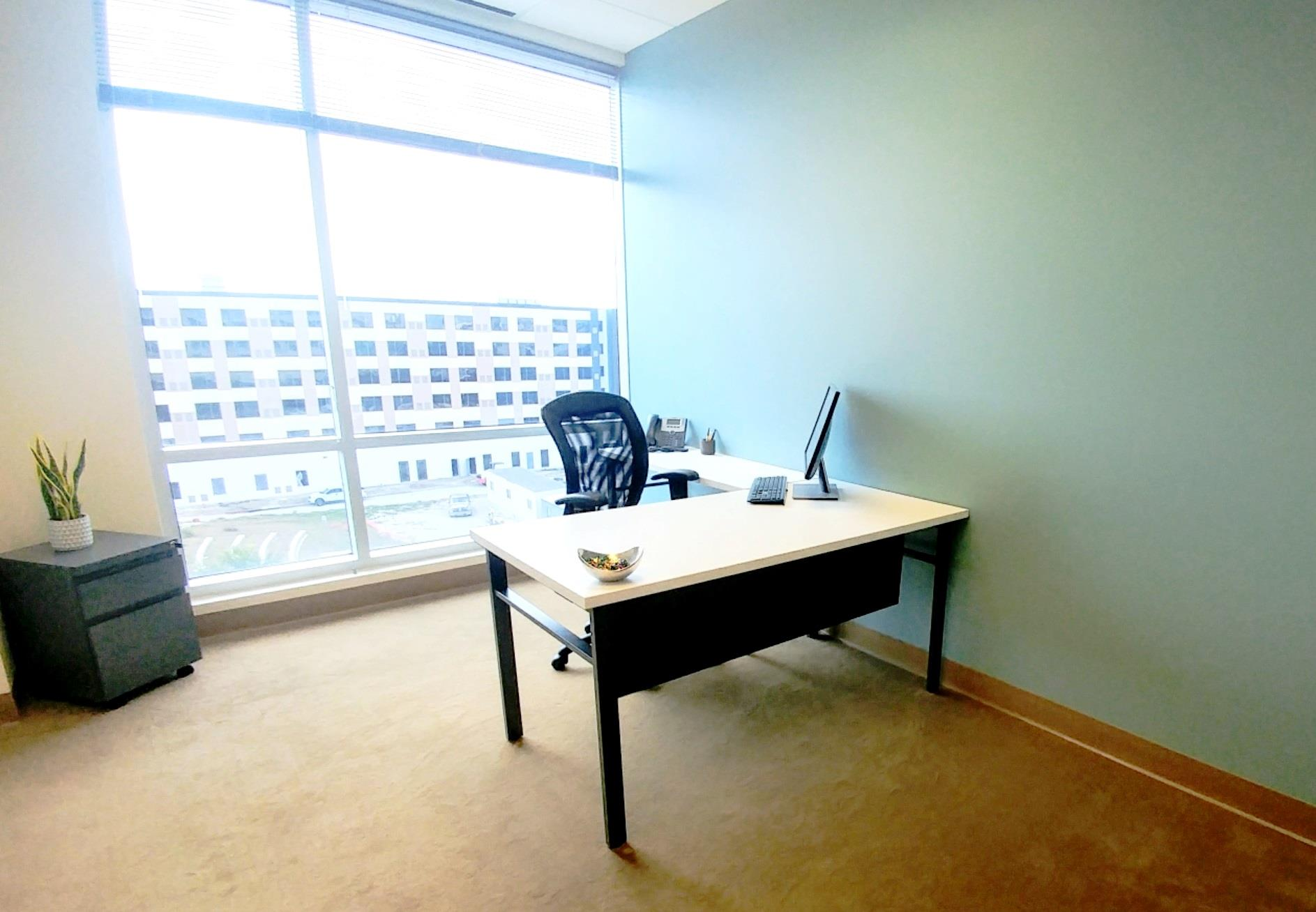 (ALN) One Allen Center - Beautiful Window Office Move-in Ready