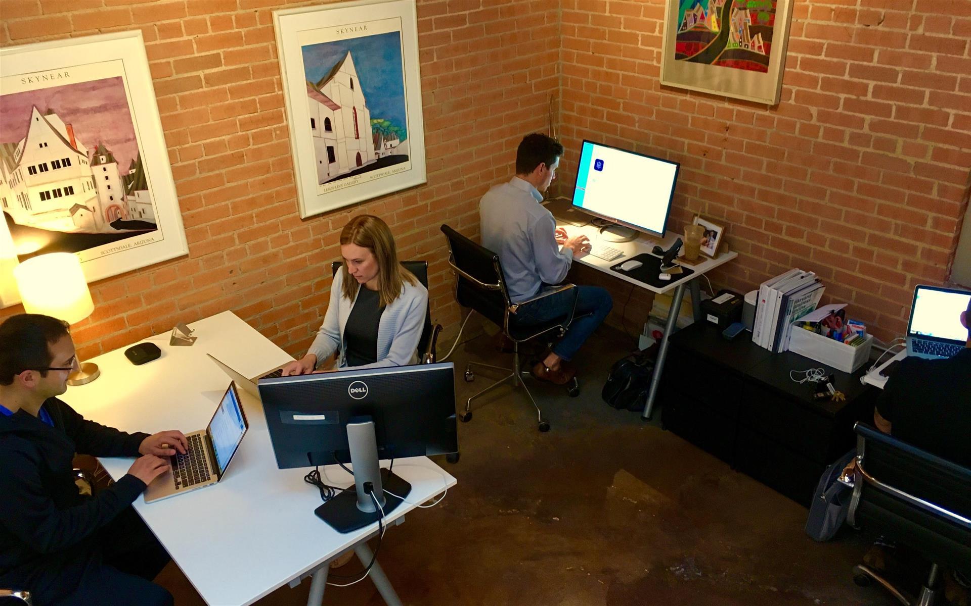 Dallas GeniusDen - Deep Ellum Downtown - Private Office for 4 people