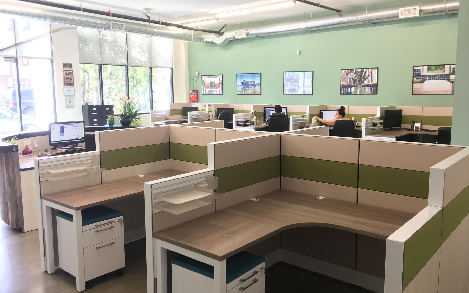 Alfi Trade Inc. - Well-lit open work space (desk 14)