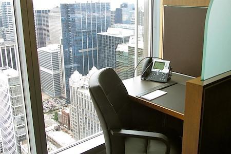 Servcorp - Chicago North La Salle - Coworking Lounge Workstation 3