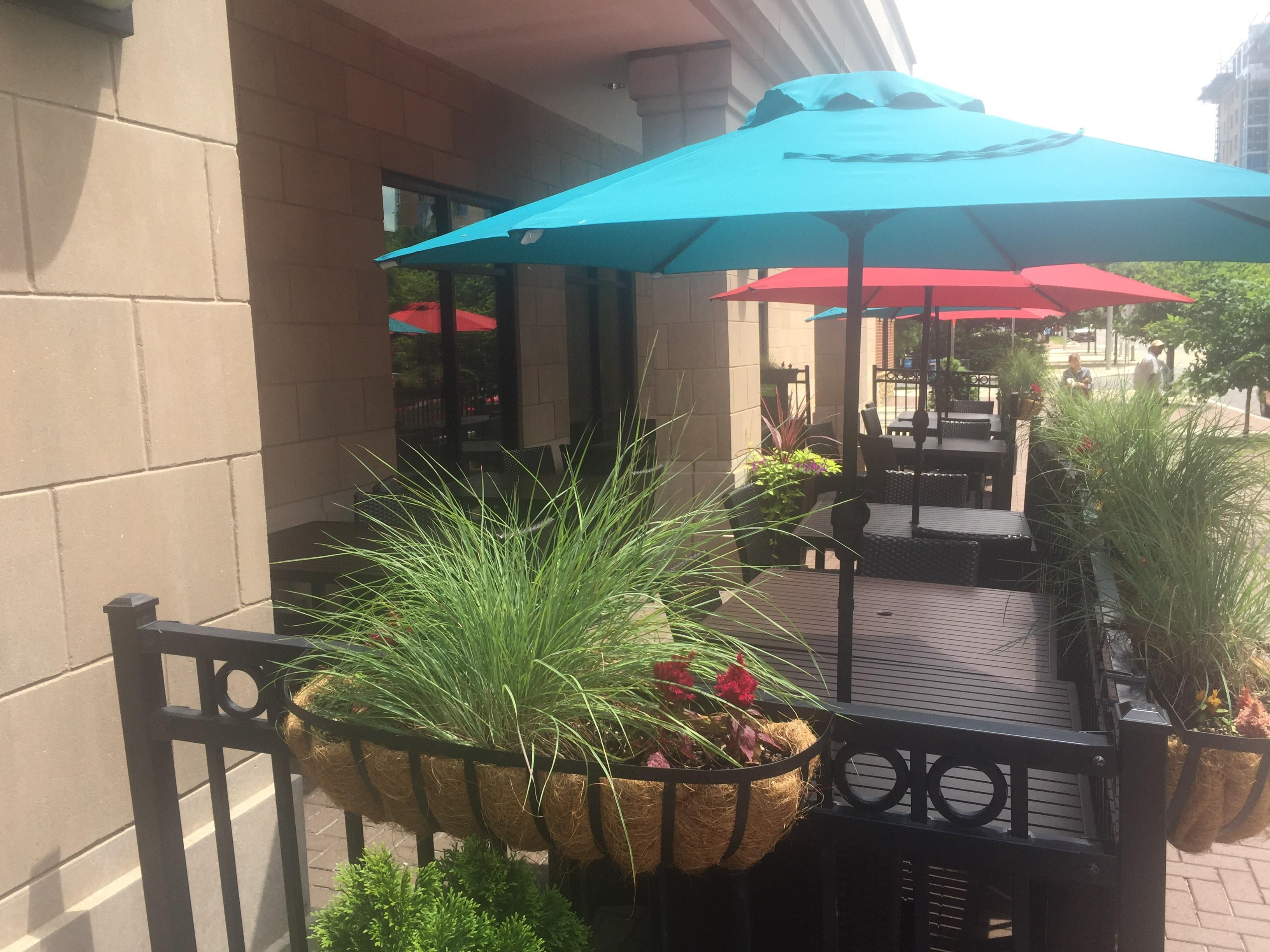 Courtyard by Marriott Capitol Hill/Navy Yard - Outdoor patio - Bistro Bar