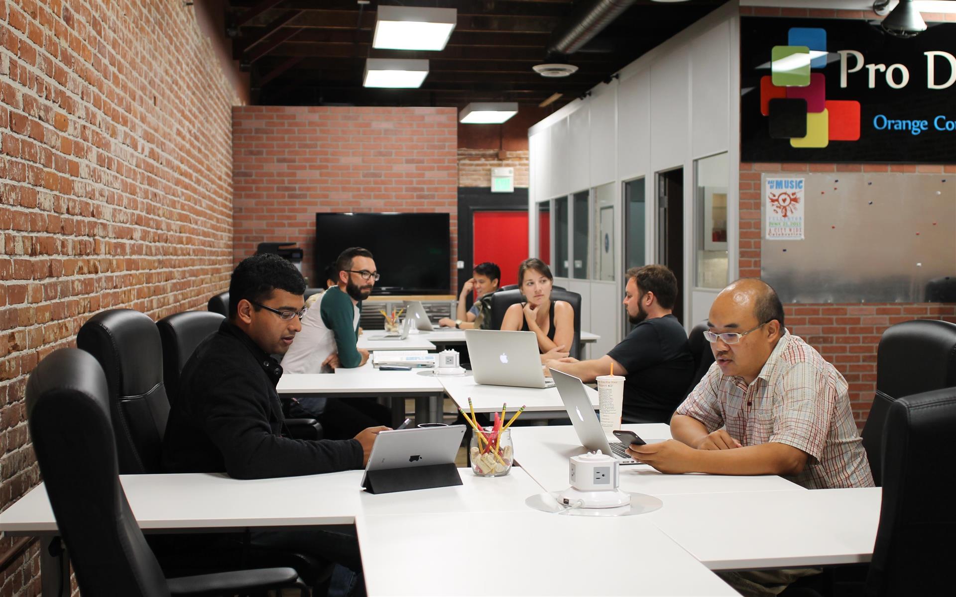 Pro Desk Space - Open Desk - 1 Day Pass