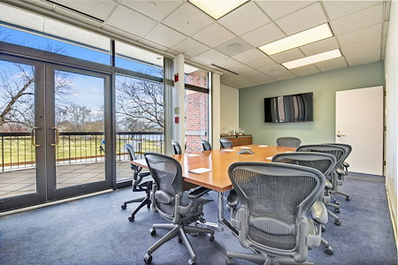 Carr Workplaces - Old Town - Potomac Meeting Room