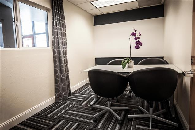 Design Spaces - Coworking Office - Mountain View Conference Room (1-5ppl)