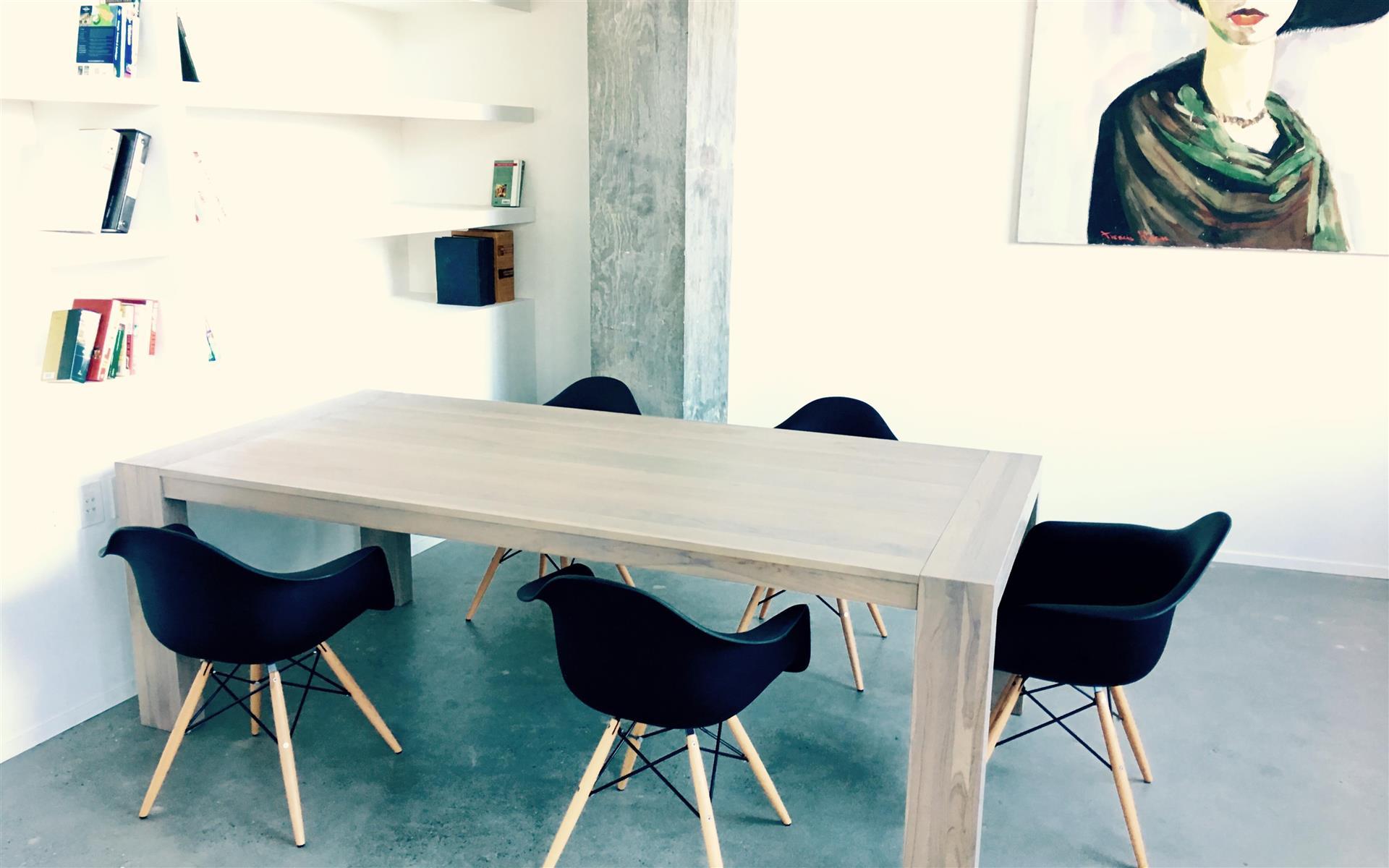 Verus Gallery Space - Team table