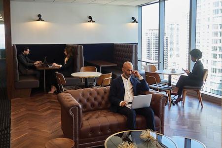 Servcorp - San Francisco 101 California Street - Coworking Lounge Workstation 2