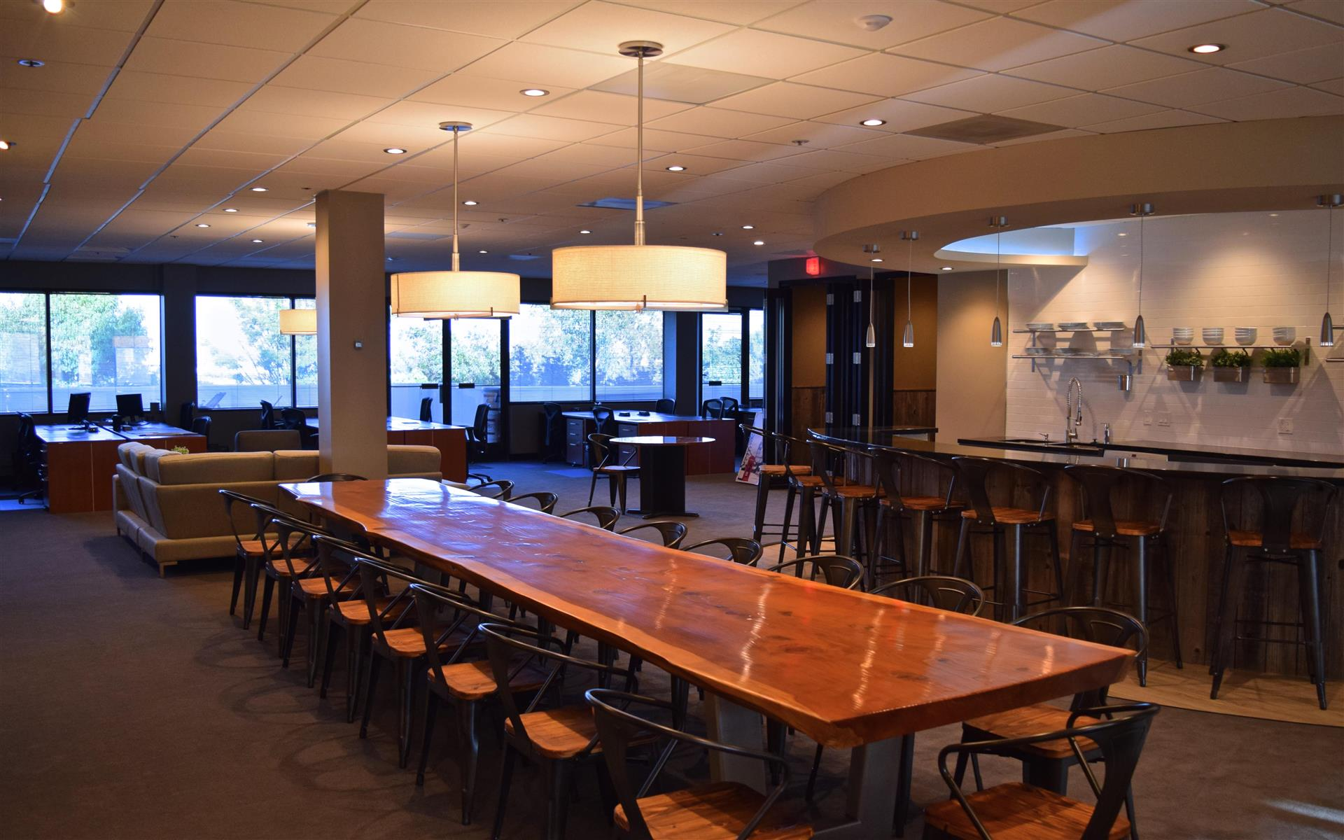 580 Executive Center - Hot Desks - Daily Cafe Memberships