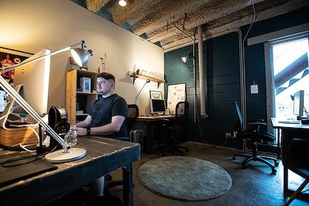 Common Desk - Deep Ellum - Private Office - 3 person