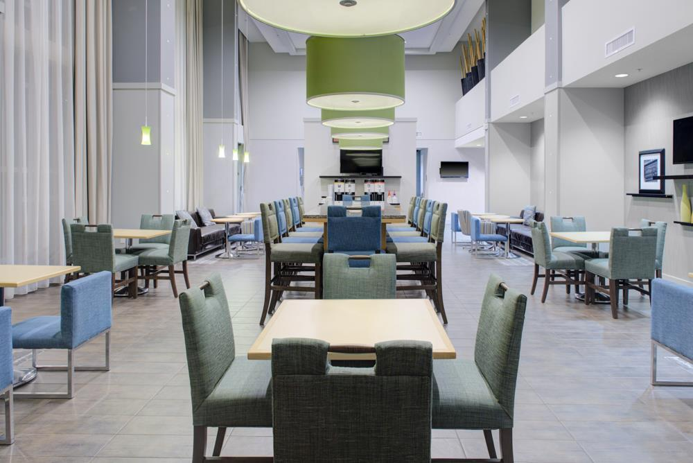 Hampton Inn & Suites Sarasota Bradenton Airport - Gathering Table