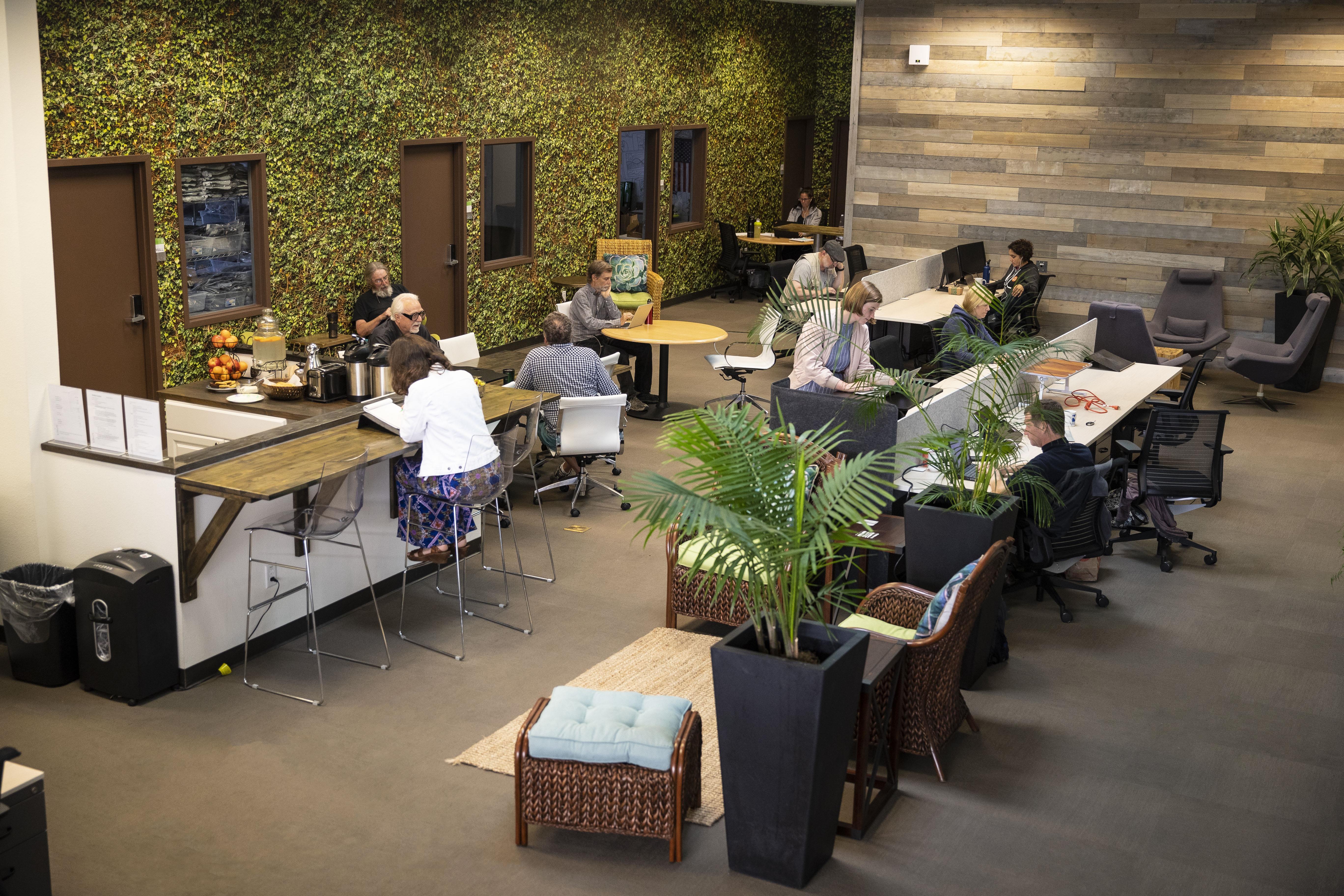 Satellite Center Santa Cruz - Cafe Seating 4
