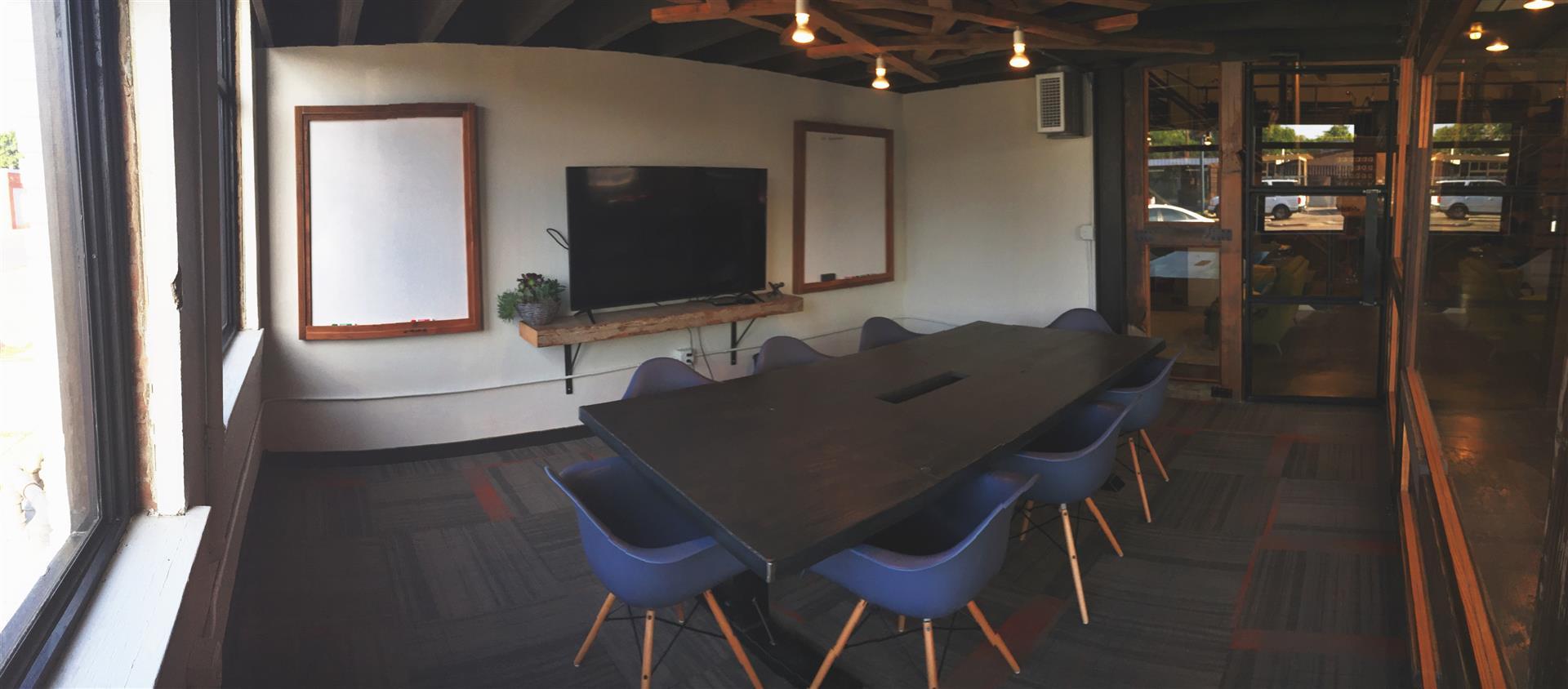 Common Desk | Oak Cliff - Medium Conference Room