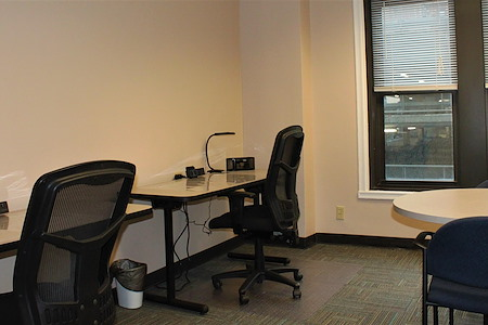 BusinessWise (Law & Finance Building) - Flex Desk