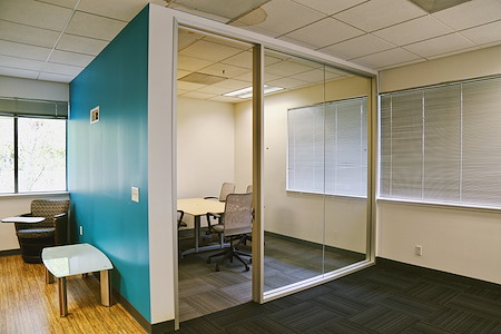 2 Waters Park - Small Meeting Room for 5-6 people