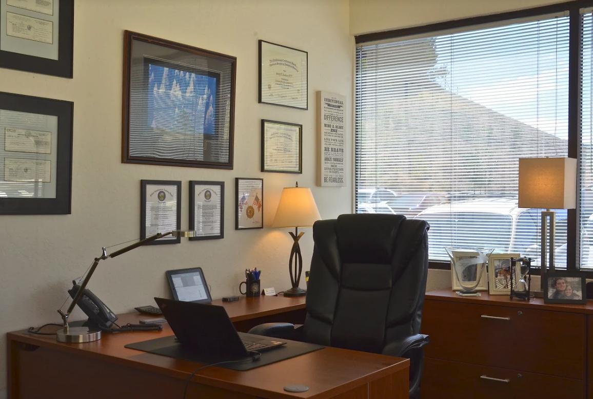 580 Executive Center - Suite 205