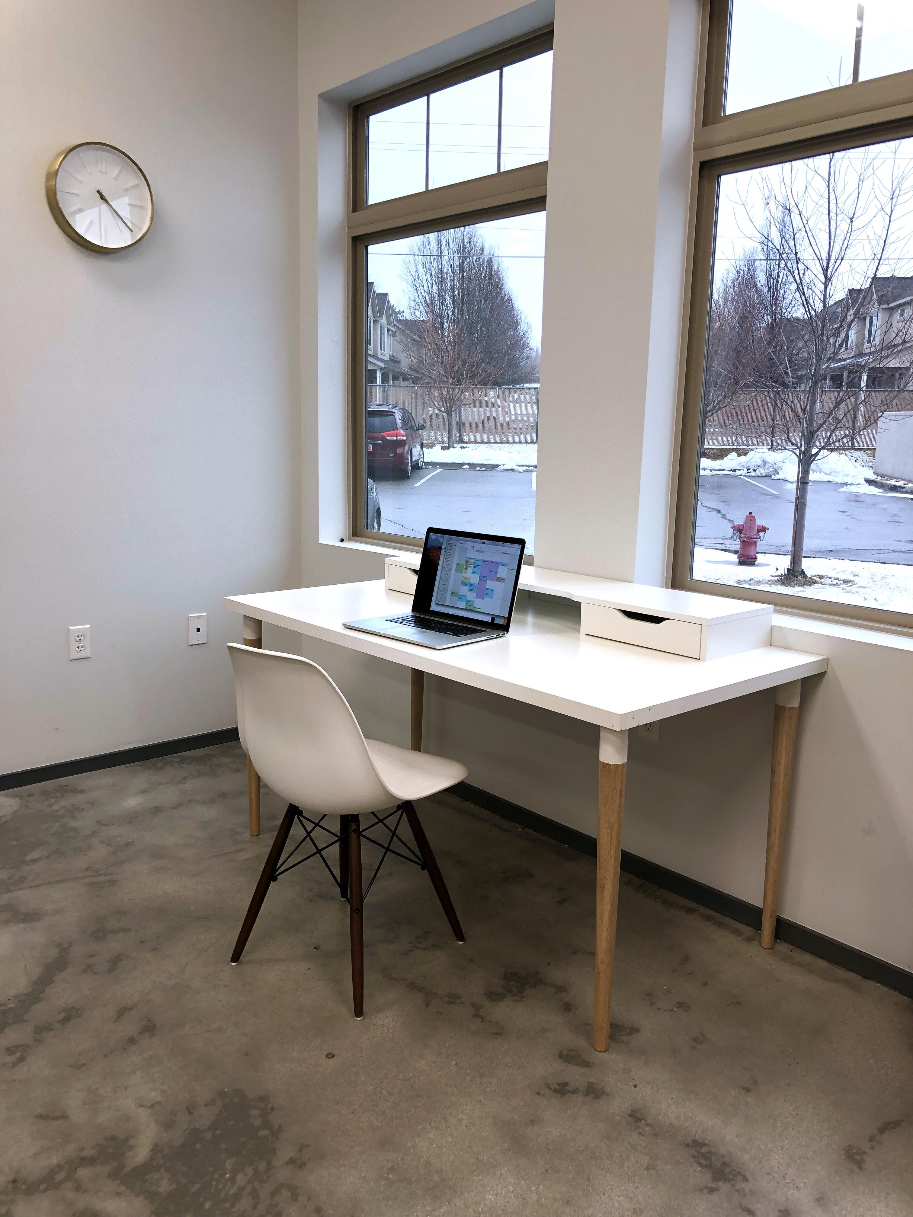 ISSIMO story agency - Co-working Desk 1