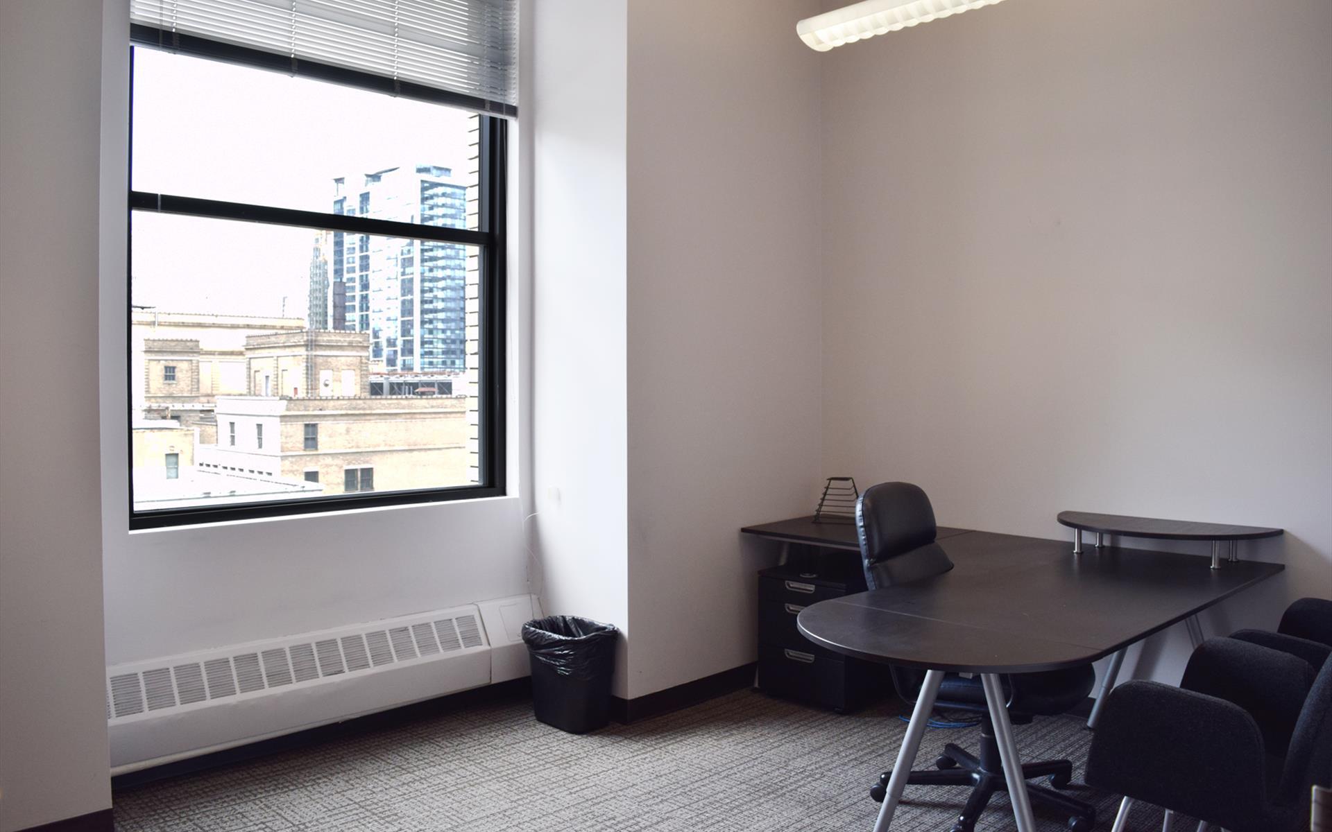 MR Officenters - Suite 1704