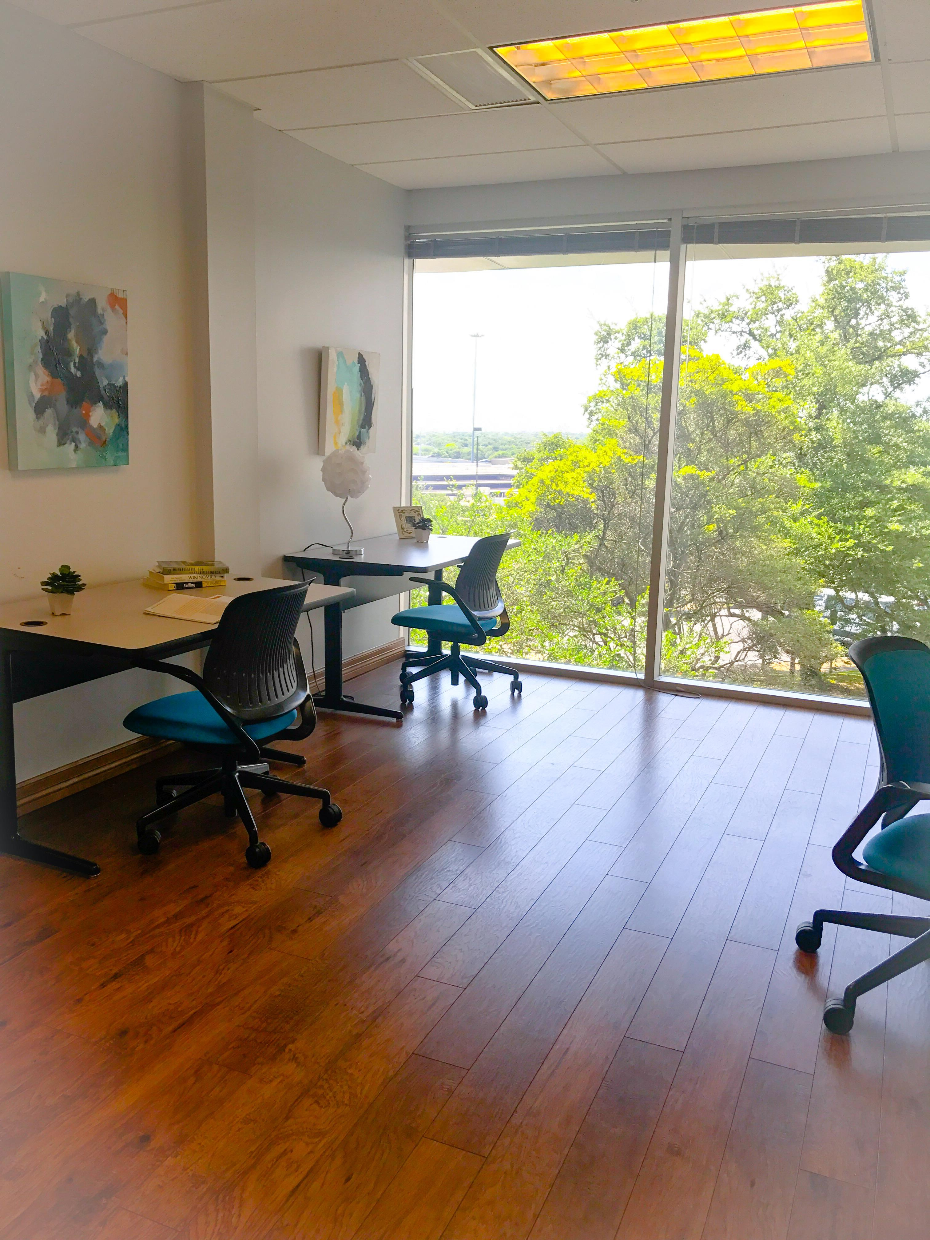 Duo Works - Great Lighting 4 Person Office