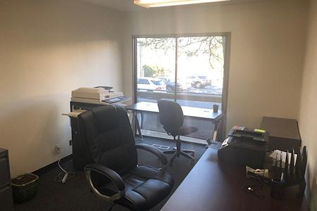 VuPoint Research Southwest Portland - Open Desk by the window