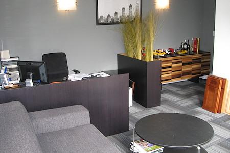 TKO Suites - Midtown West - Large 4-6 Person Windowed Office