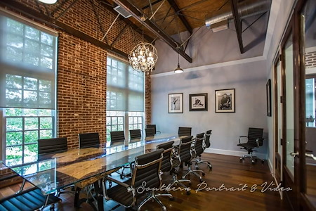 Suite Executive Station - Conference Room
