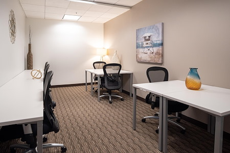 US Bank Tower - Afforable Team Space fits up to 8 users!