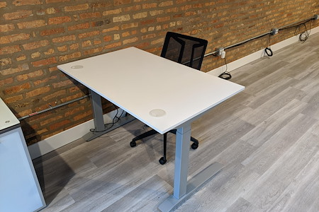 Desk606 - Desicated Sit/Stand Desk