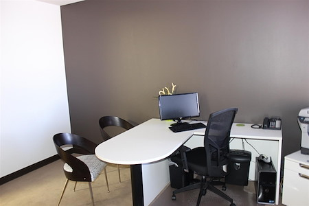 Courtyard Business Center - Private Model Office
