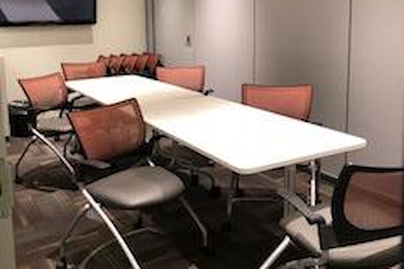 Office Evolution - Raleigh Crabtree Valley Mall - Medium conference room