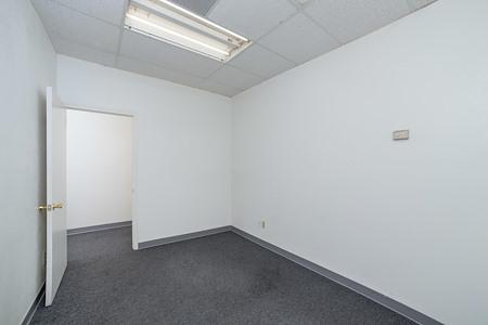 Paradise Palms Plaza - Executive Suite 209F
