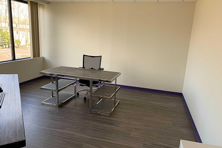 Co Working Space in Beautiful Downtown Ridgefield - Large Corner Office in Ridgefield, CT