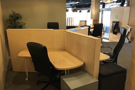 Thrive Workplace @ Cherry Creek - Desk