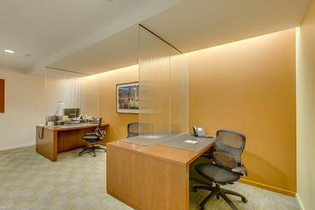 Carr Workplaces - Aon Center - Touchdown Desk