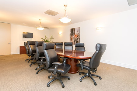 Alexa's Workspaces - Ft.Lauderdale - Meeting Room - Magnolia