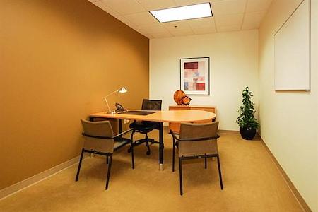 YourOffice USA - Charlotte, Ballantyne - Day Office