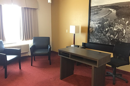 Super 8 by Wyndham Hotel - Spacious private office with bathroom