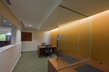 Carr Workplaces - Aon Center - Day Pass