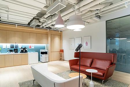 Regus | Hong Kong, Lee Garden 3 - Dedicated Desk
