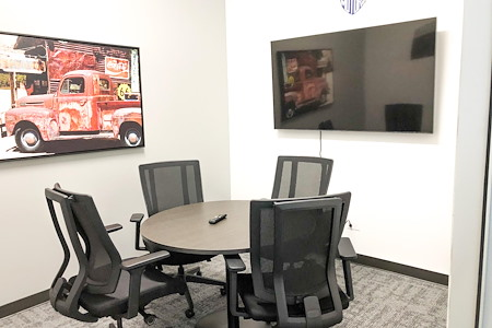 BarnWorx Coworking - Ford Huddle Room