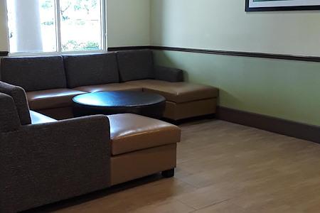 Holiday Inn Express - Desk 3 Lobby Space