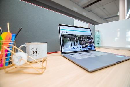 Minds Cowork - Dedicated Desk