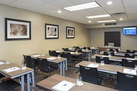 Holiday Inn Express Grand Rapids North - Grand River Conference Room