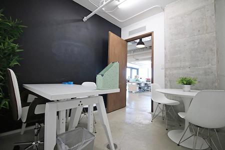 rent24 - Miami - 512 - Office Suite