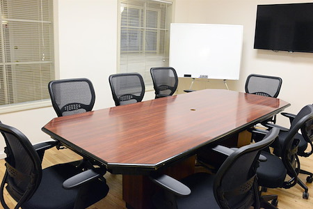 Select Office Suites - Chelsea - Select Medium Meeting Room #2