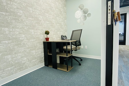 Quest Workspaces 777 Brickell Ave - Cozy Private Office